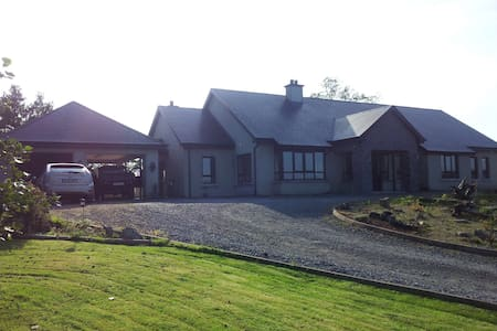 Spacious quiet bungalow  Blue Room - Ballyshannon