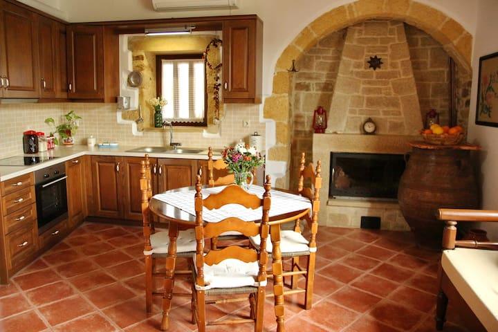 Villa Fudulis renovated cozy house with veranda