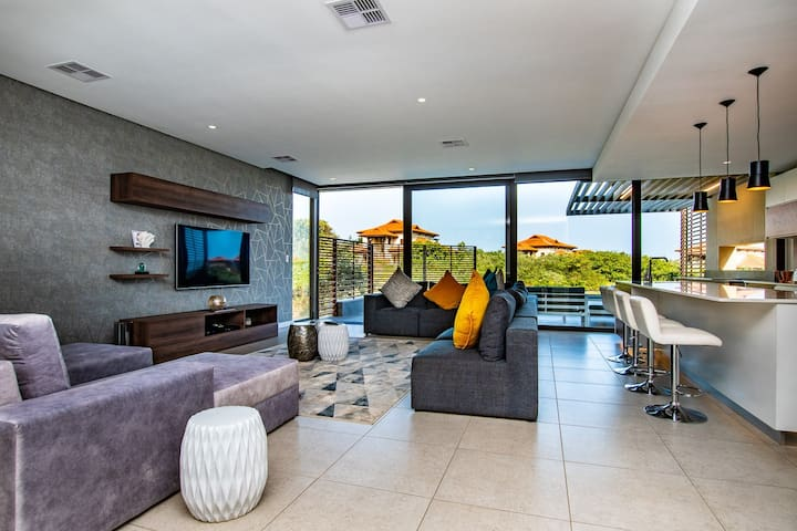 5 Oceans: A stunning 4 Bedroom Villa in Zimbali
