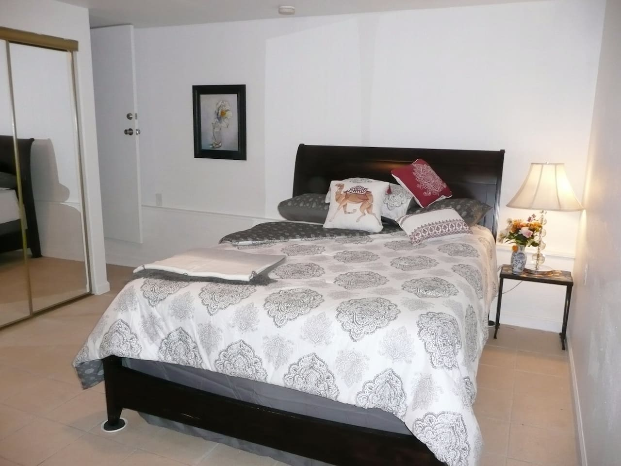 Queen sized sleigh bed