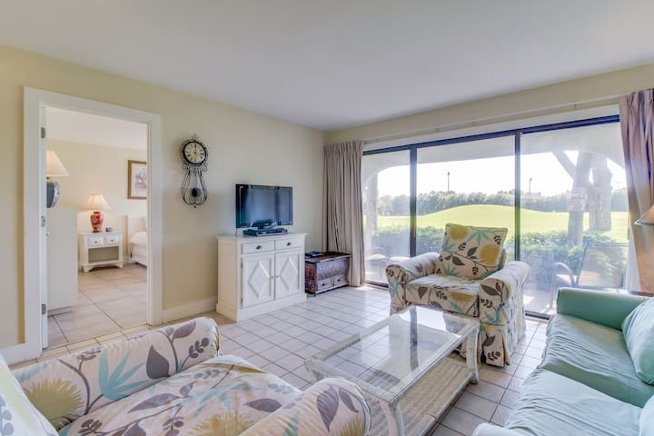 Golf lover's getaway with golf on-site, tennis, shared pool, hot tub and more!