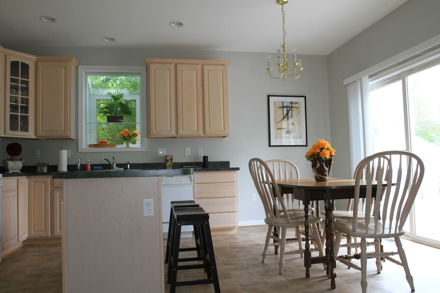 Beautiful open kitchen with 9' ceilings