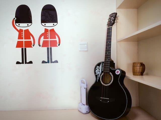 英伦风房中弹吉他交大旁直达各景点 - 西安 - Apartment