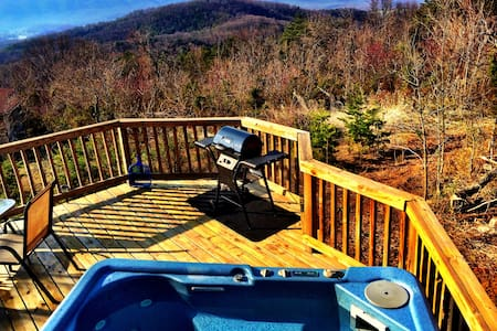 Mountain Getaway w/Hot Tub & Amazing Views!