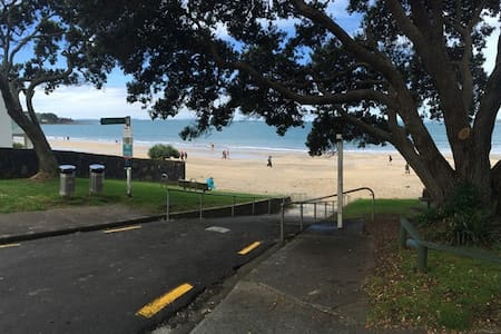 One House Back from Takapuna Beach! - Auckland