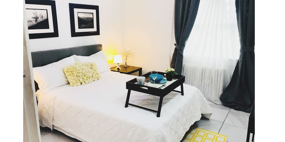 Bedroom is decorated with original landscape photographs from the house owner. The bed is a Full bed, super comfortable mattress, ac + closet with hangers and smart tv.