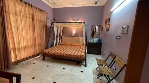 Cheerful 1 Room in Residential home in Chandigarh.