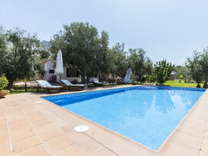 Charming farmhouse, garden, pool and wifi