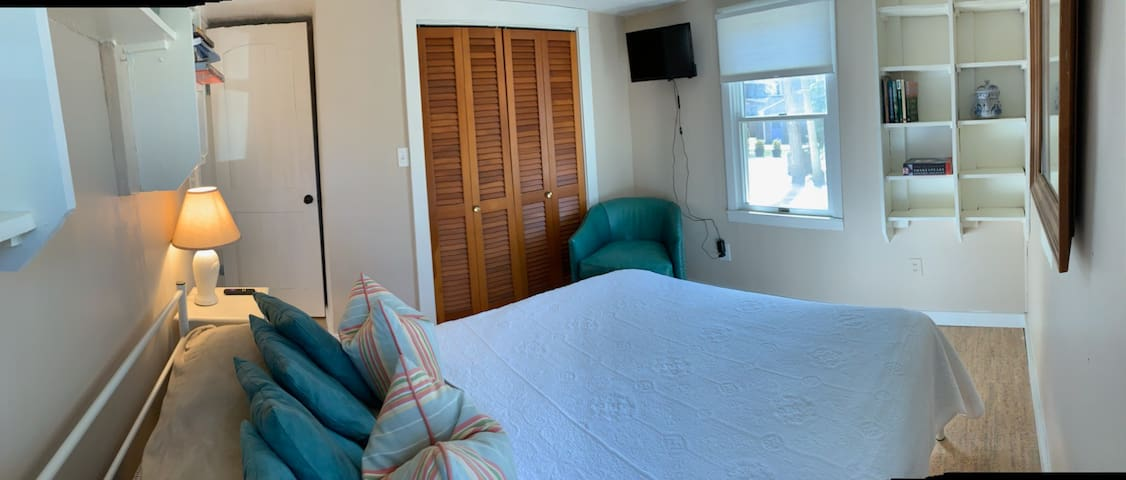 The Roundabout Cottage & Suites - sleeps 2 - 8