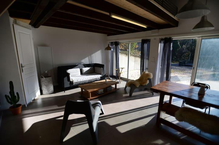 Maison loft au calme idéale entre lac et montagne - Bourdeau - House