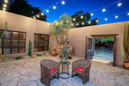 Boulders- Enjoy the warmth & character of authentic Southwestern ambiance! - Carefree - Hus