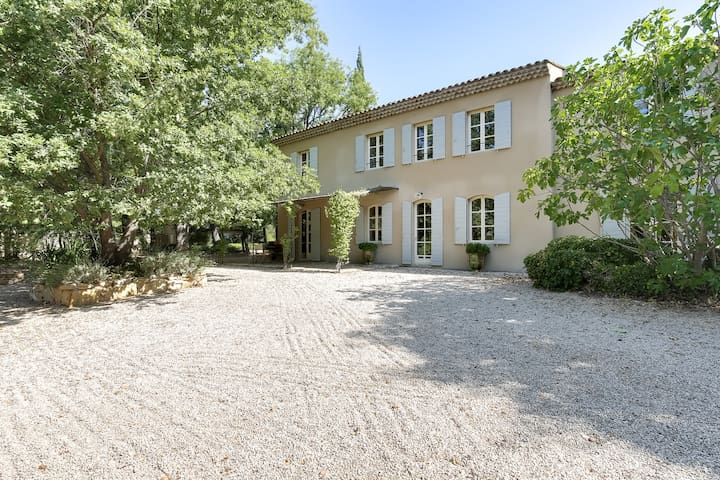 Provencal country house in the land of Cezanne - Beaurecueil