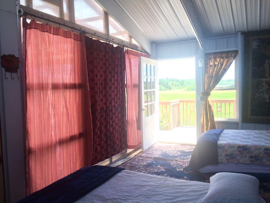 SECRET GARDEN ROOM with outdoor deck, wheelchair ramp