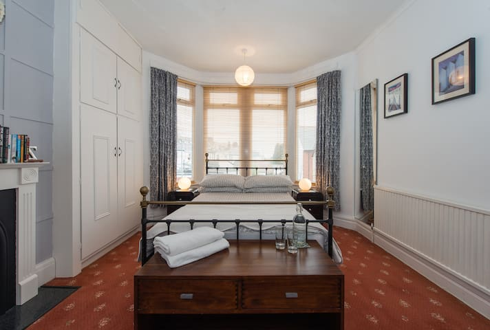 Relaxing, Charming, Edwardian Home - Cardiff - Bed & Breakfast