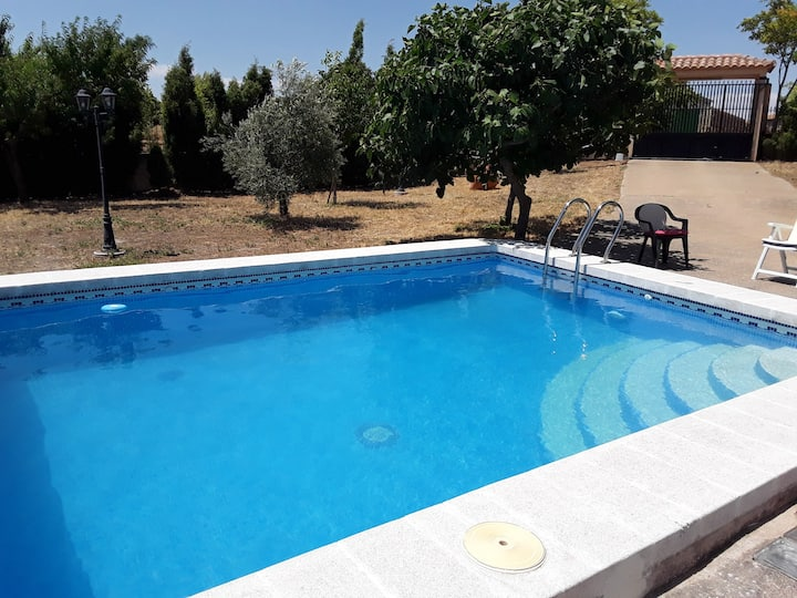 House with 5 bedrooms in Munera, with wonderful lake view, private pool and enclosed garden