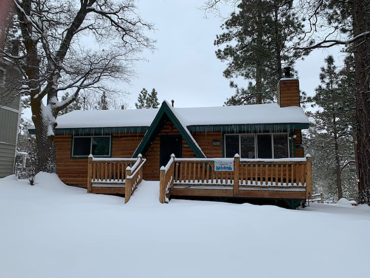 Moonridge Cabin With A View - FREE Ski/Board Rental! 2BR/1BA/Slope Views