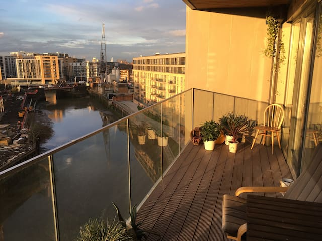 Bright and Modern 2 Bed Flat - London - Apartment