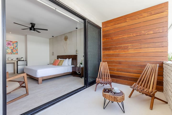 Divine Studio, romantic getaway w/ beach shuttle