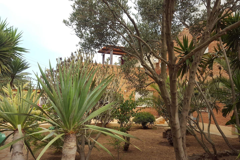 vista dell'attico dal giardino della sottostante villa