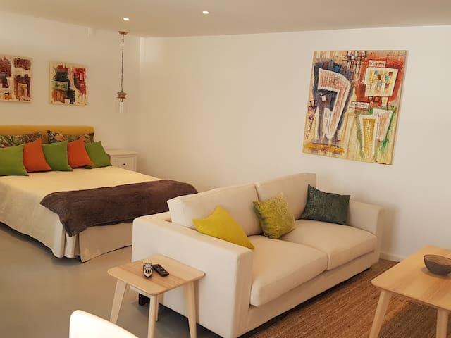 A Modern & tastefully decorated Studio