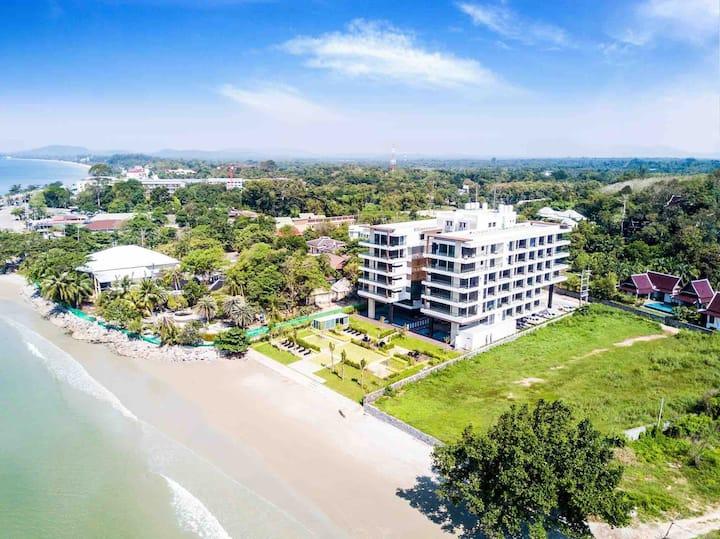 Escape Condominiums Beachfront Suites -  Mae Phim