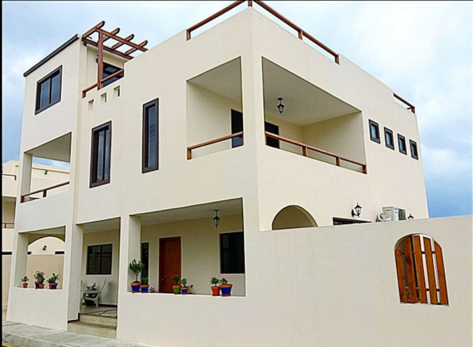 3-story luxury beach villa with garden & roof patios and 2 balconies