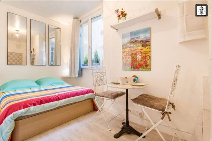 Perfect studio with AC, Le Marais, Walk to All