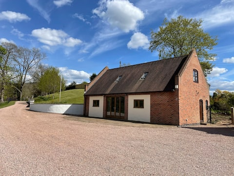 Beautiful Cottage with stunning countryside views
