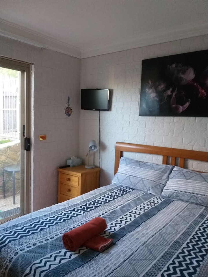 Cosy room close to lake and golf course