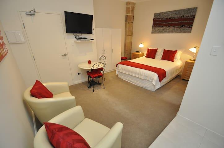 Airy, Quiet Studio Apartment in the best location
