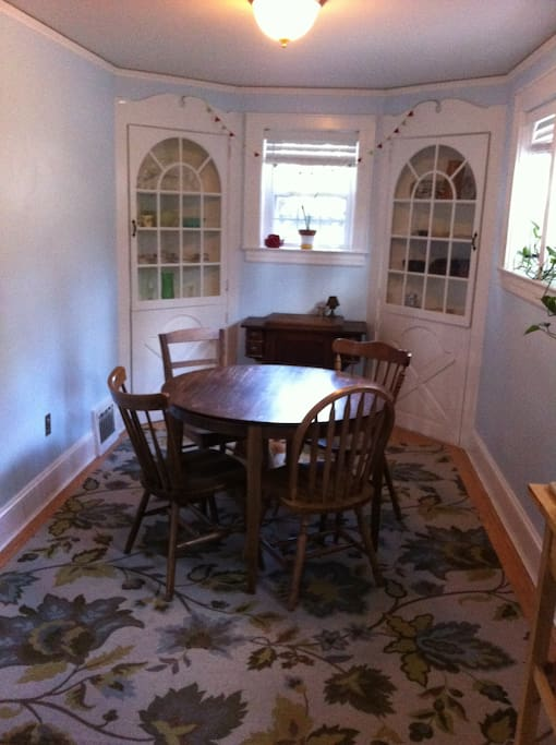 Dining area (a longer folding table available)