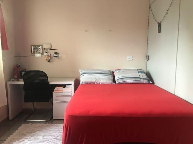 Quarto privado para hospedagem em Iporá!