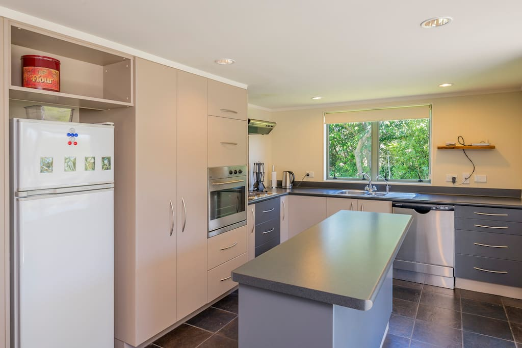 Modern, clean and tidy kitchen with dishwasher.
