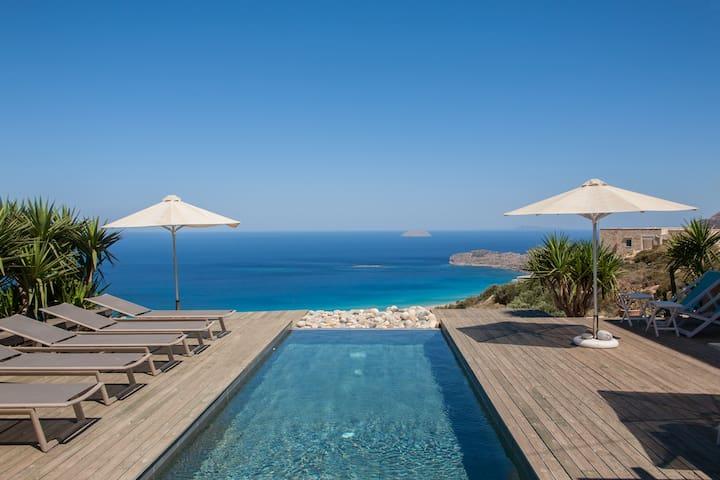 Cretan villa unique view of the sea