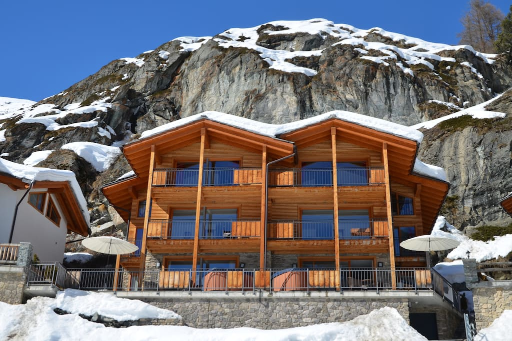 Independent free-standing chalet with 4 ensuite bedrooms, fireplace and exterior hot tub.