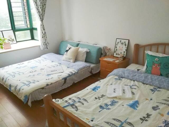 2 single beds, 8 mins to SNIEC 双床间13平,新国展8分钟步行