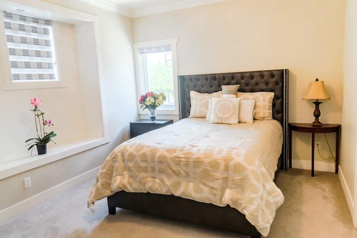 New Private Bath bedroom  Netflix&9 Mins Skytrain