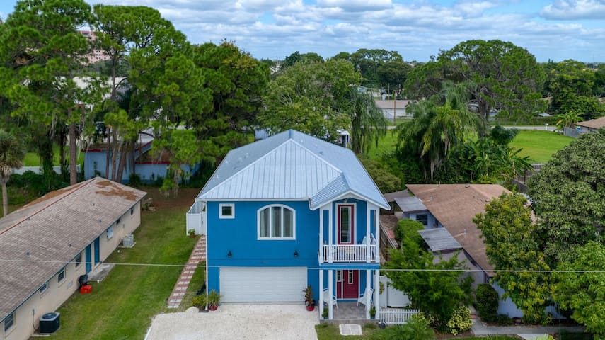 Newly Built Charming and Spacious 1 Bedroom Suite in Beautiful Sarasota!