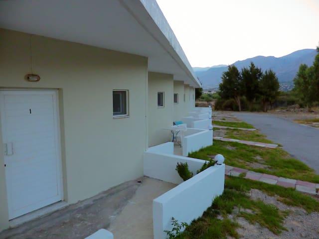 Ledakis Studios in Fragkokastello