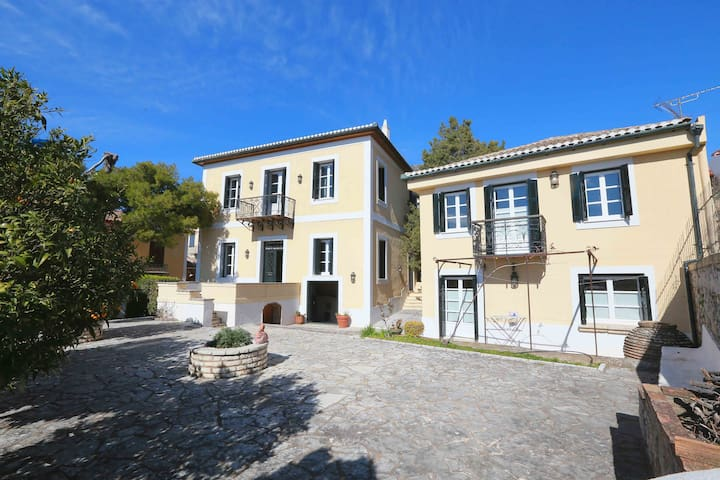Luxurious Traditional Mansion ,central near Delphi