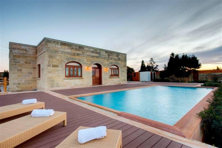 3 Bedroom Villa, Zurrieq - Iż-Żurrieq - Villa
