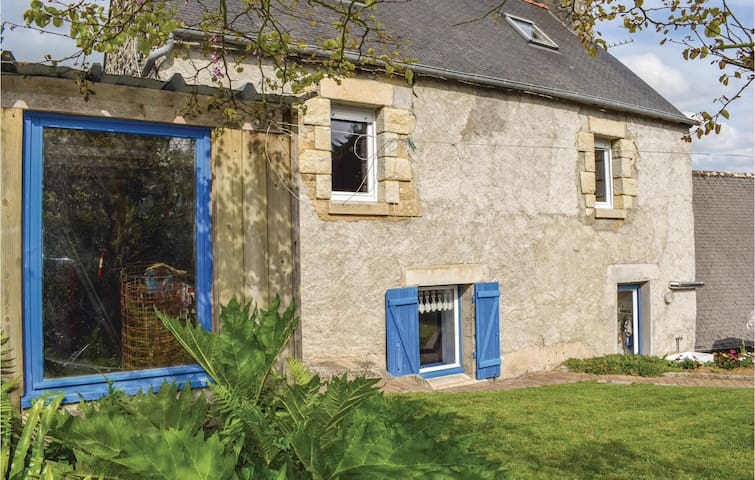 Semi-Detached with 2 bedrooms on 65 m² in Plouguiel