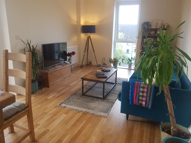 Charming and modern 2 bed home in Hornsey, fits 4