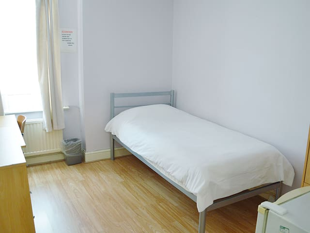 Shepherd's Bush lovely single room 72