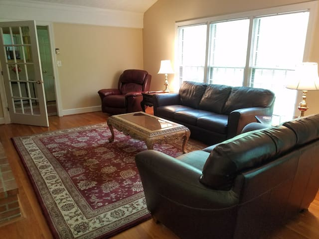 Country Living - 18 min to Downtown C'Ville