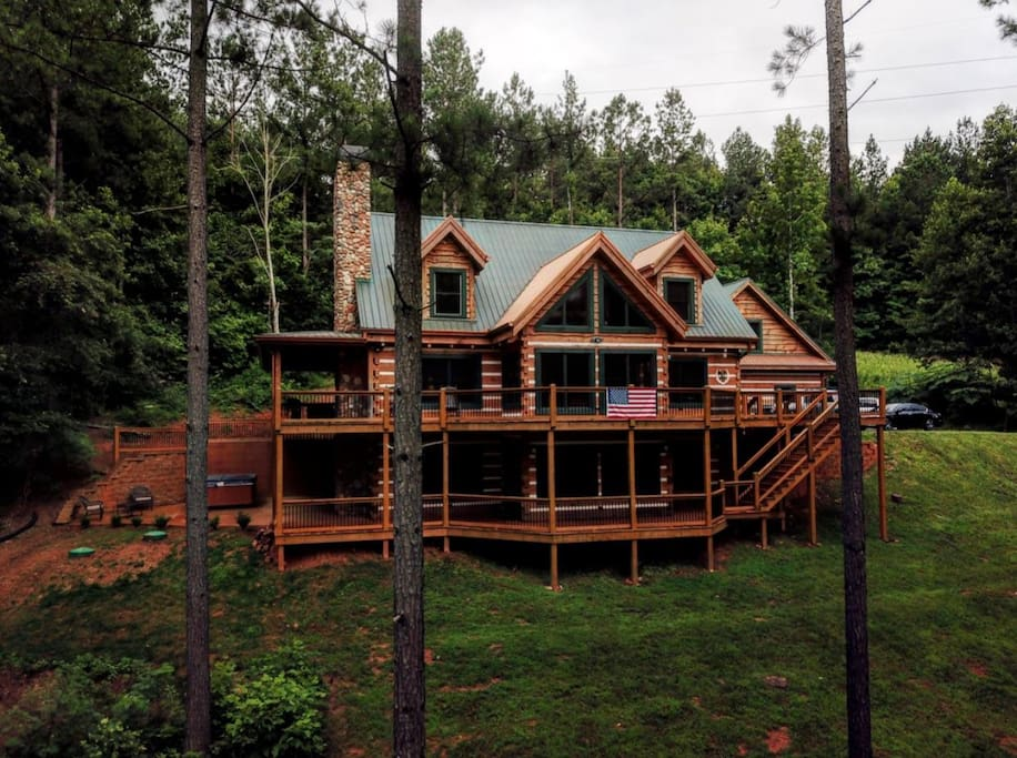 Large mountain cabin on lake nottley blockh tten zur for Large cabins in north georgia mountains