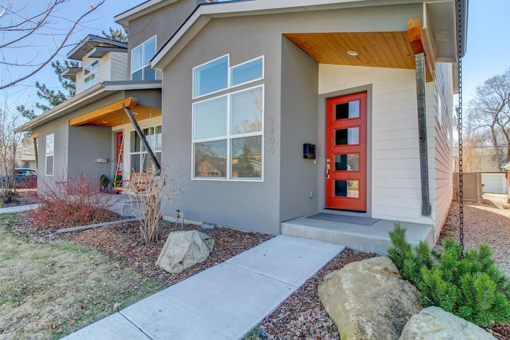 New Modern Townhouse Close to DT & Whitewater Park