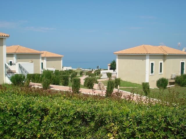 Orange Apartment in Kastro Killini