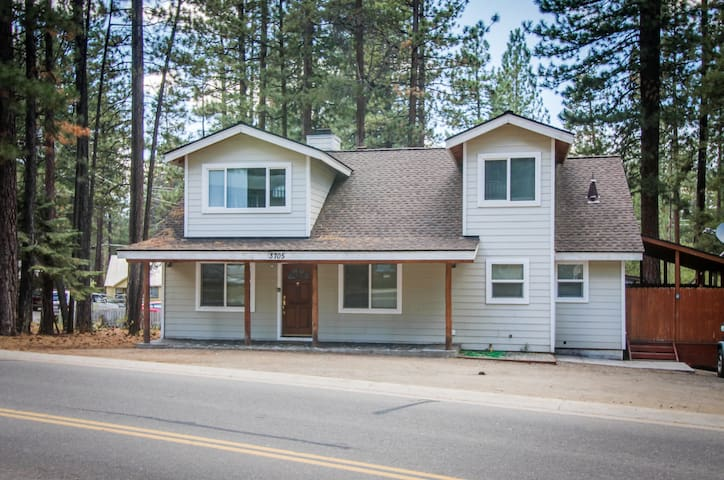 Family and dog-friendly home five blocks from Heavenly Mountain Resort