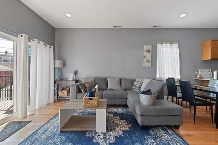 2 Bed 2 Bath Close to train station and downtown